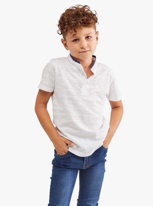 חולצת טי שרוול קצר עם כפתרה