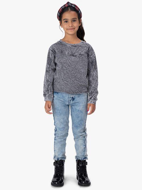 ג'ינס בגזרת MOM ושטיפת טאי דאי